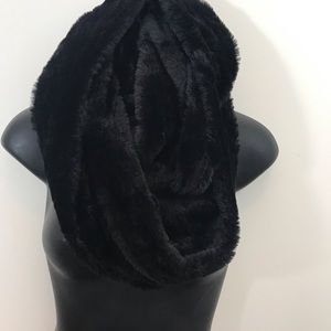 WEST LOOP WOMEN'S FAUX FUR SCARF BLACK, NWOT